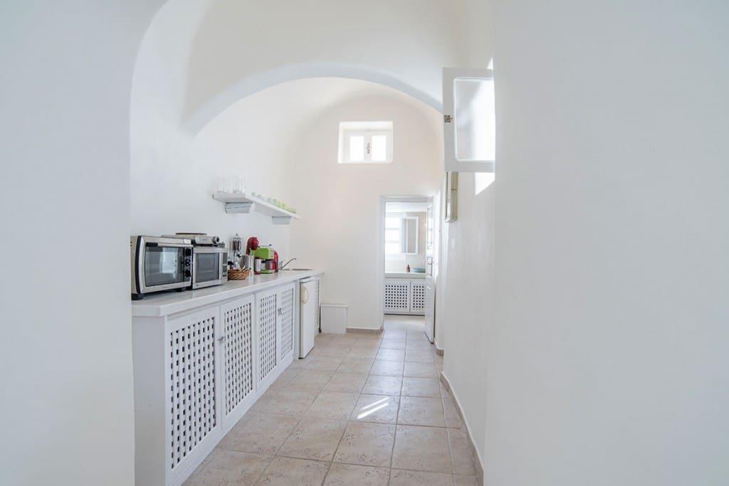 Kitchen | Hideaway Cave House | Vip Suite Santorini | Imerovigli