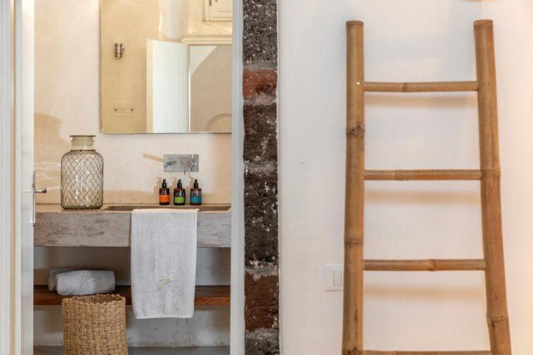 pura vida villa house luxury suites santorini 16