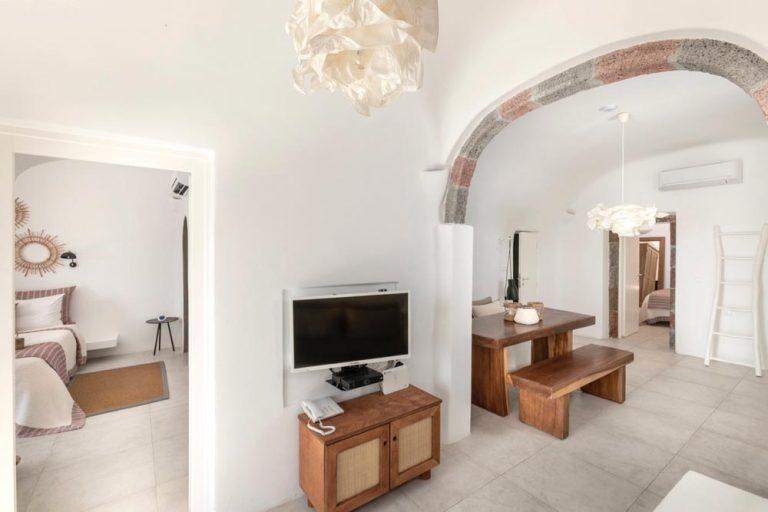 pura vida villa house luxury suites santorini 31