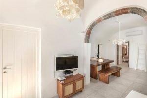 pura vida villa house luxury suites santorini 32