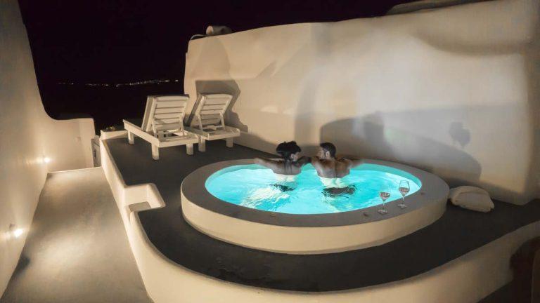 santorini private pool luxury suites